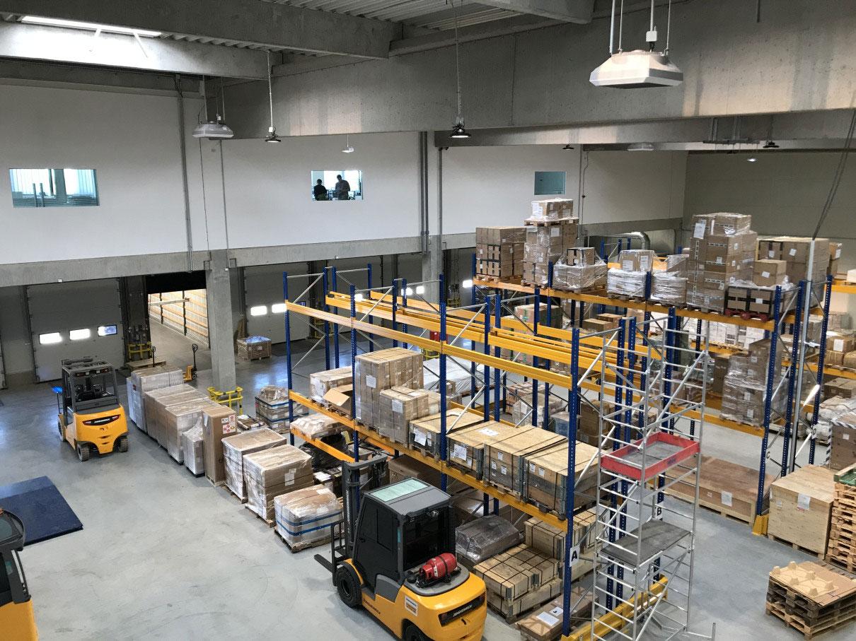 لجستیک درون پنگاهی، فعالیت های لجستیکی انجام شده در درون کارخانه را شامل می شود.