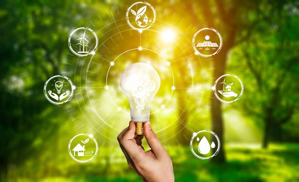 توجه به مسائل زیست محیطی و اجتماعی در کنار مسائل اقتصادی از جمله اهداف زنجیره تامین پایدار است.