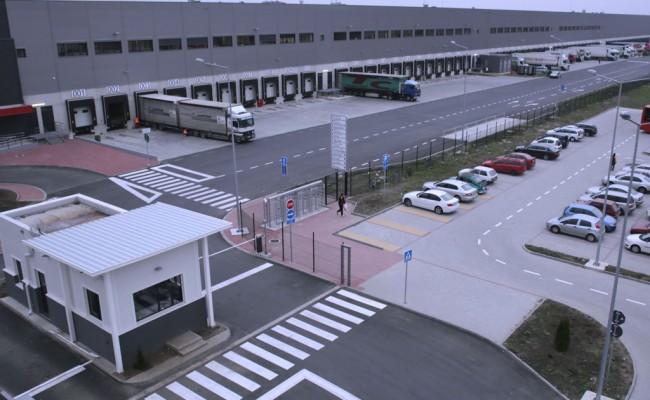 مراکز لجستیکی بهتر است در منااقطی احداث شوند که شرکت های حمل و نقلی و لجستیکی دسترسی خوبی به این هاب ها داشته باشند.
