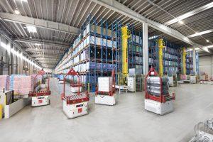 AGVها از فناوریهای مفید انبار محسوب میشوند که با وجود آنها بهرهوری افزایش میابد.
