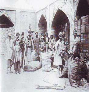 آغاز تاریخچه انبارداری در ایران از انسان و حیوان برای انبارداری استفاده می شد.
