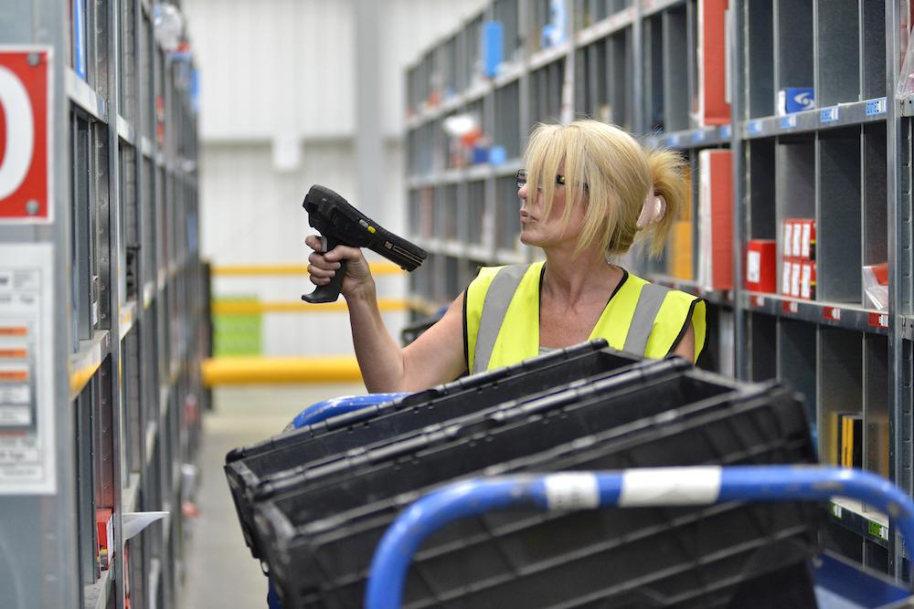 در فرایند انبارداری، ذخیره کالاهای مشابه در نزدیکی هم، سهولت برداشت را به همراه دارد.